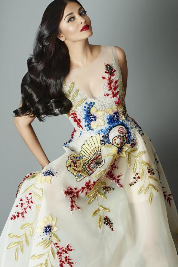 Inspírate para los looks de vestidos de fiesta con Aishwarya Rai Bachchan - vestido fiesta estampado
