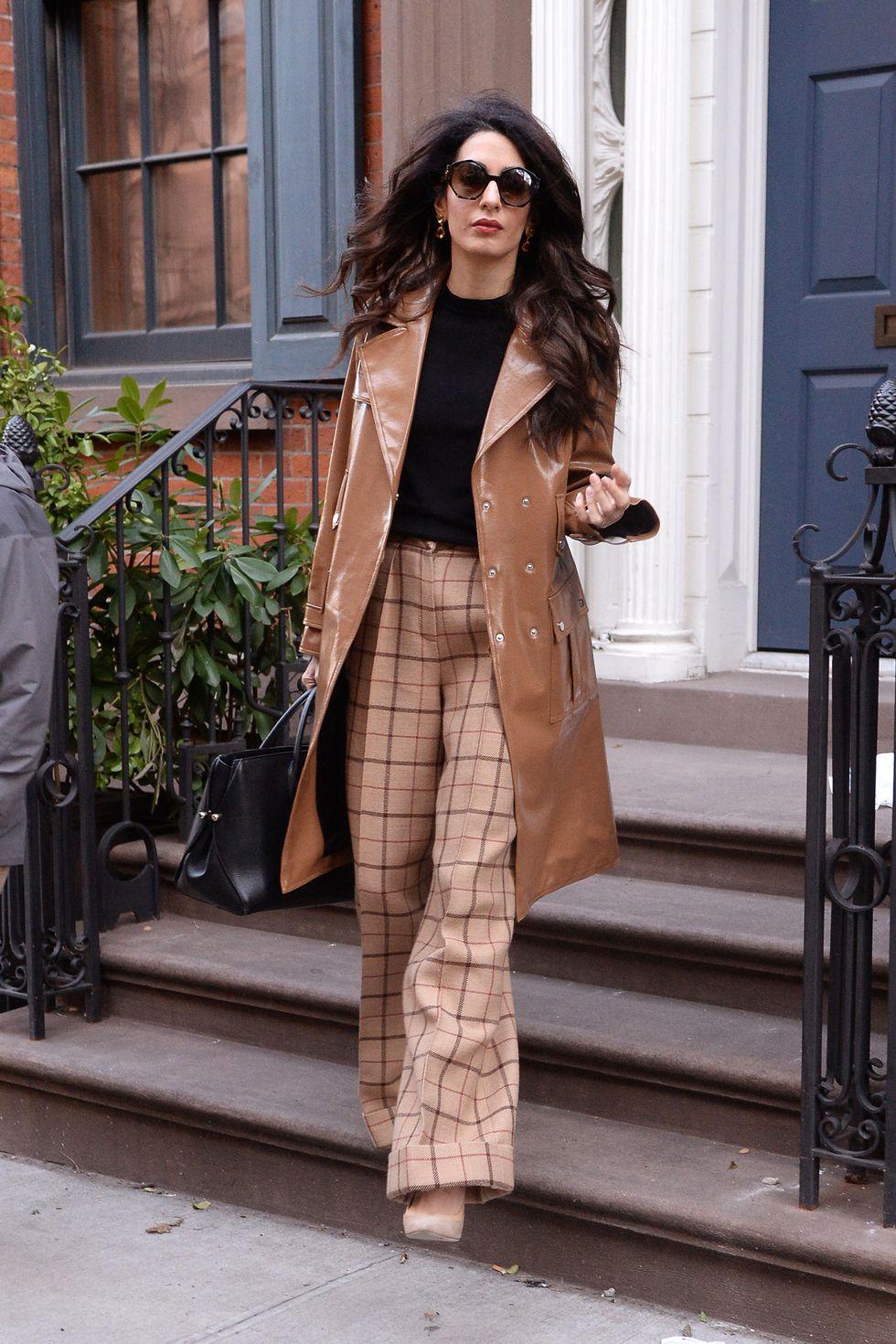 Copia los mejores estilismos de Amal Clooney - pantalon cuadros