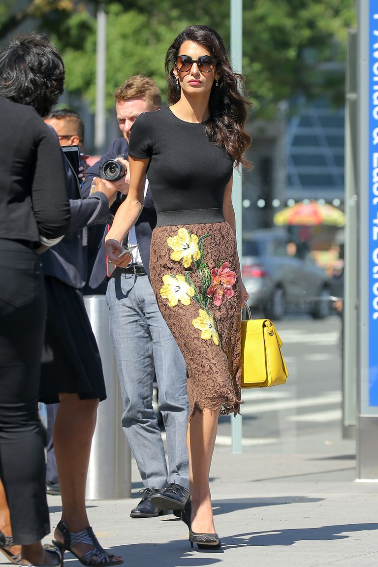 Copia los mejores estilismos de Amal Clooney- falda estampada con flores