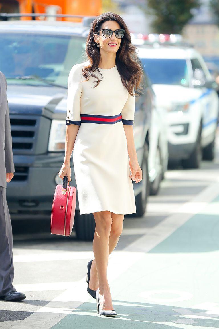 Copia los mejores estilismos de Amal Clooney - vestido blanco