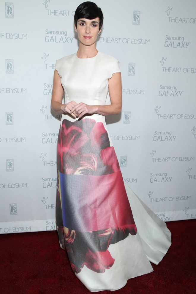 Imita los looks de vestidos glamurosos de Paz Vega - vestido blanco estampado largo