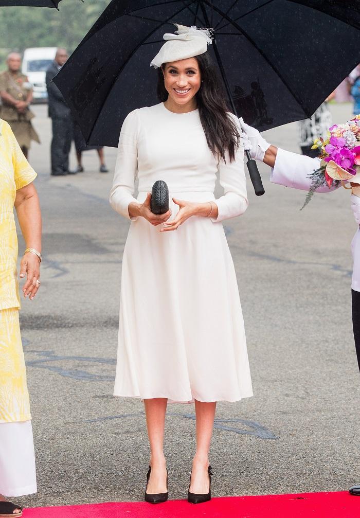 vestido blanco - Looks Meghan Markle 2018 que todas queremos imitar